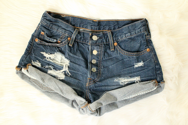How to distress denim yourself. Using only scissors and tweezers, no sandpaper. Follow the link for the directions!