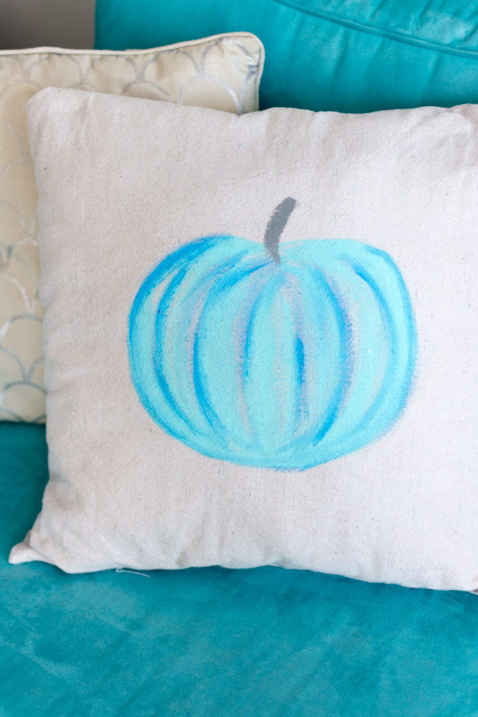 DIY pumpkin pillow - fall decor - Sweet Teal