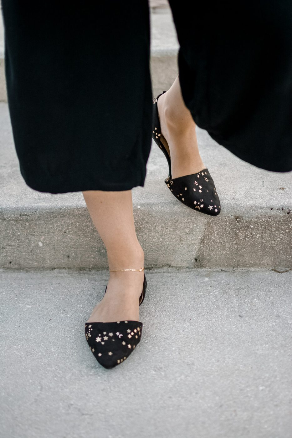 Jenny Bess of Sweet Teal for Old Navy wearing star flats