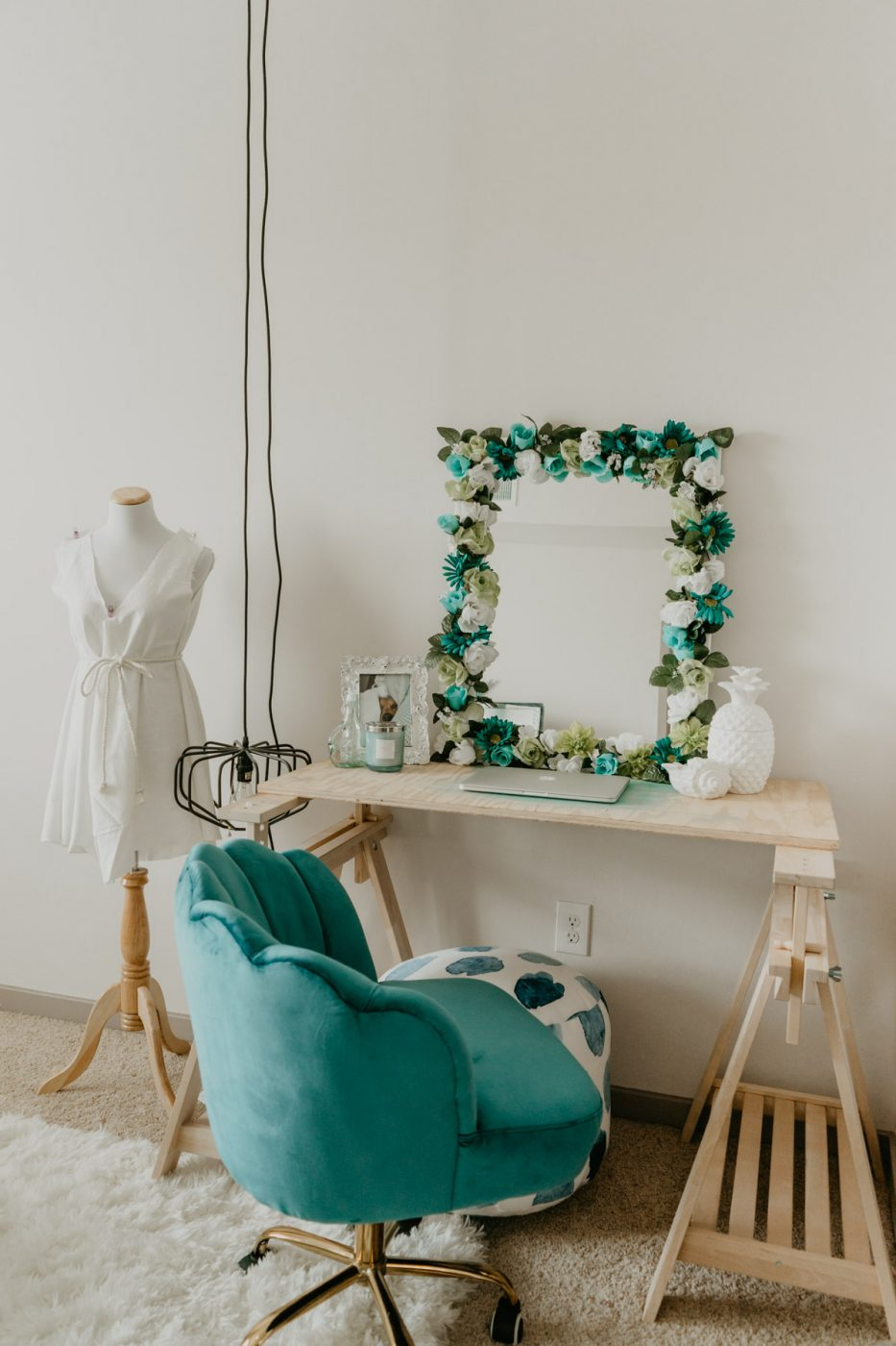 DIY Flower Mirror on Desk - Sweet Teal
