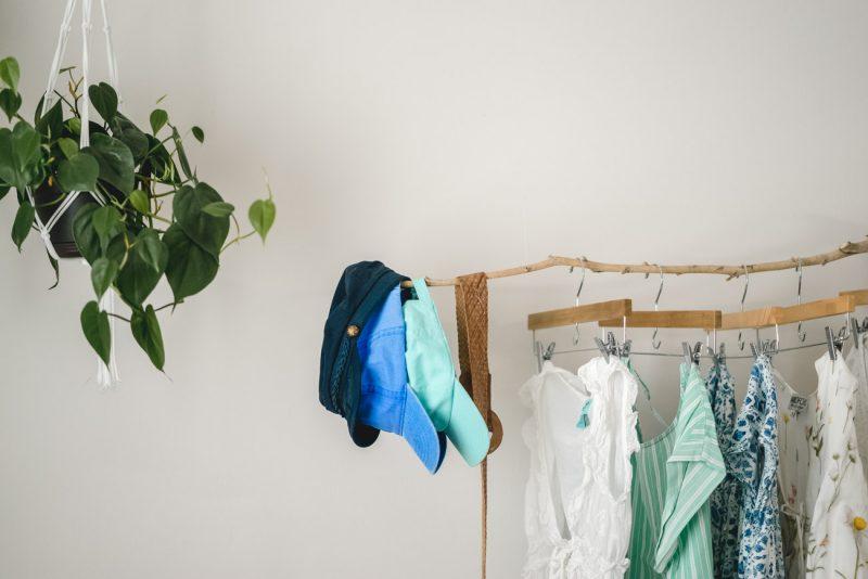stick floating clothing rack - sweet teal