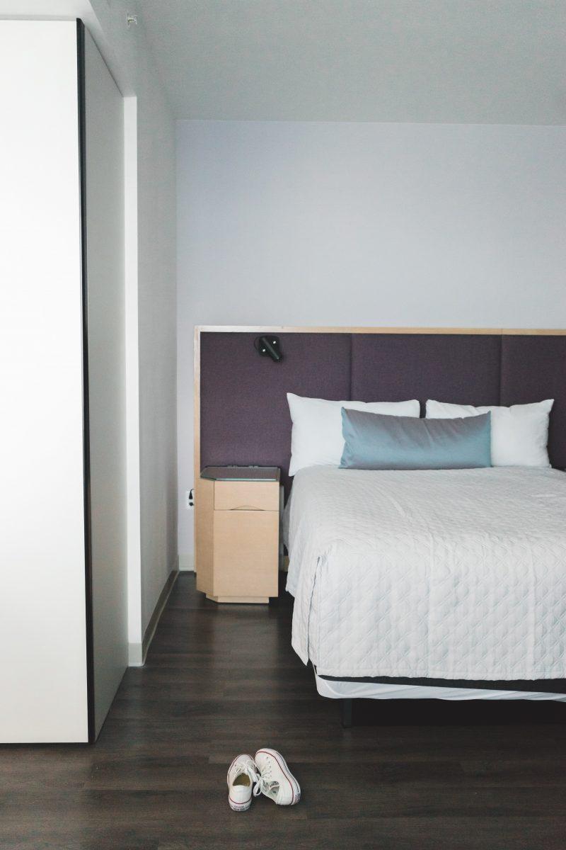 Queen Bed at Aventura Hotel